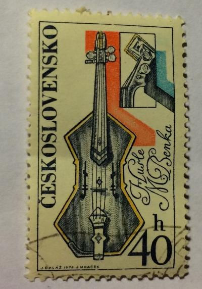 Почтовая марка Чехословакия (Ceskoslovensko) Violin, by Martin Benka   Год выпуска 1974   Код каталога Михеля (Michel) CS 2205-3