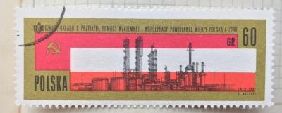Почтовая марка Польша (Polska) Russian and Polish Flags, Chemical Plant, Plock | Год выпуска 1965 | Код каталога Михеля (Michel) PL 1581