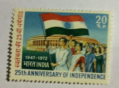 Почтовая марка Индия (India postage) Marchers with Flag - Parliament | Год выпуска 1972 | Код каталога Михеля (Michel) IN 540
