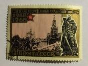 Парад Победы на Красной площади в Москве. Статуя воина-освободителя в Трептов-парке в Берлине