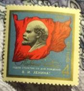 Барельеф В.И.Ленина на фоне Красного знамени