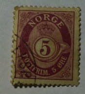 Posthorn 'NORGE' in Roman Capitals